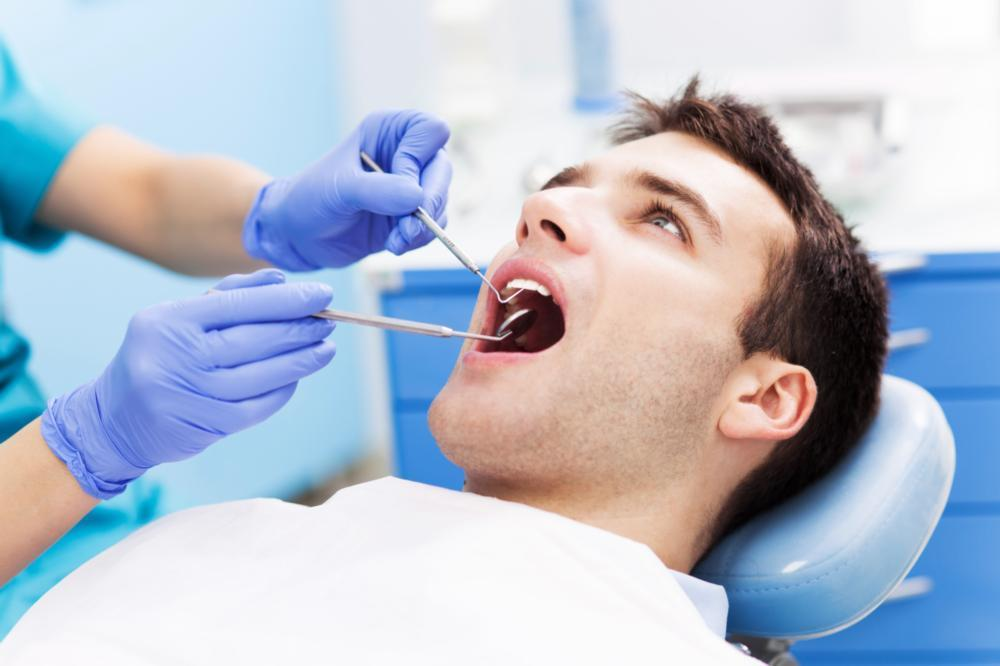 dentist performing emergency tooth extraction in Prairieville