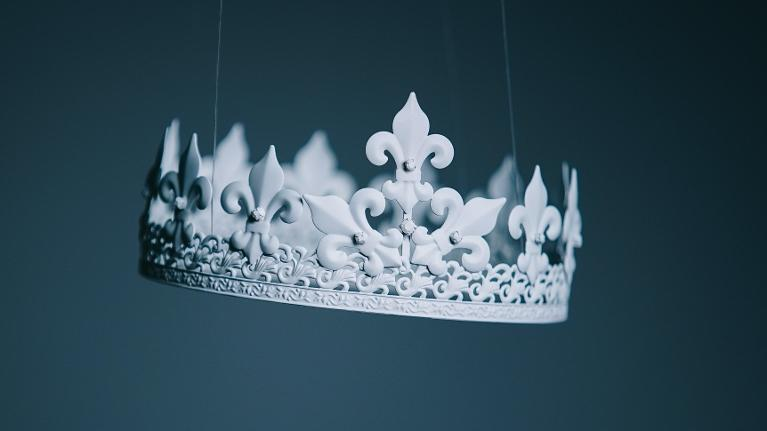 white crown representing dental crowns